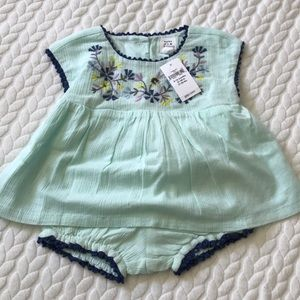 Baby gap embroidered woven top and bloomer set